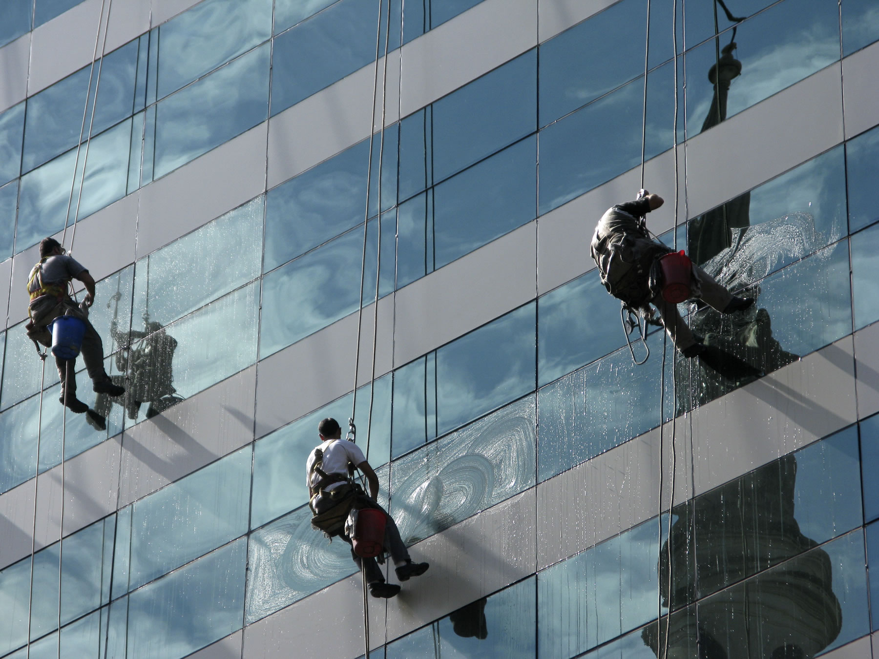 commercial window cleaner Perth